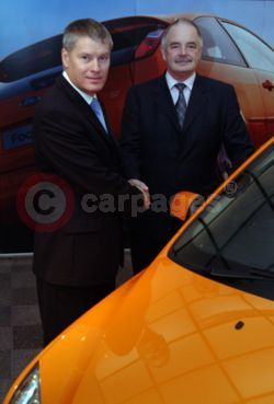 Paul Thomas (left), Ford of Britain managing director, welcomes on board new sales director Nigel Sharp
