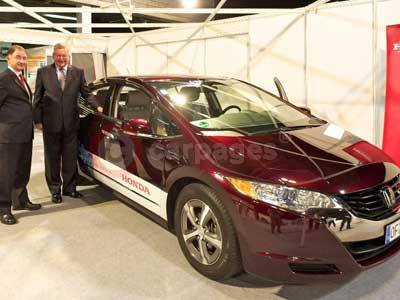 Fergus Ewing and Jim McDonald With The Honda FCX Clarity