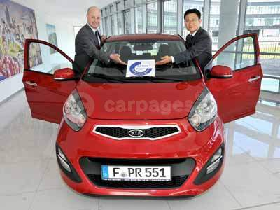 Nil Jansen - Regional Manager TUV Nord and Yang Seungwook - President of European R&D Centre With The New Kia Picanto