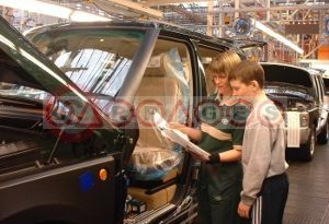 Land Rover Invites Sons And Daughters To Work