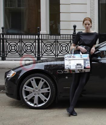 Alexina Graham with the Momaboma Eco Bag