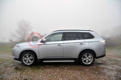 Mitsubishi Outlander (Side View) (2014)