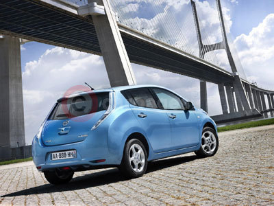 the nissan leaf recognised as car of the year 2011. Black Bedroom Furniture Sets. Home Design Ideas