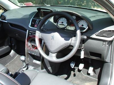Peugeot 207 cc road test for Peugeot 207 interior