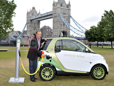 Quentin Willson With The New Generation smart fortwo electric drive