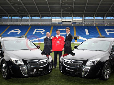 Jonathon Ford (FAW Chief Executive), Gary Speed (Wales Senior Head Coach) and Duncan Aldred (Managing Director, Vauxhall)