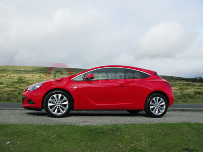 Vauxhall Astra GTC Side View (2012)